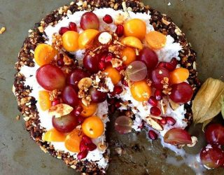 Fruity-Breakfast-Pizza-with-Granola-Crust